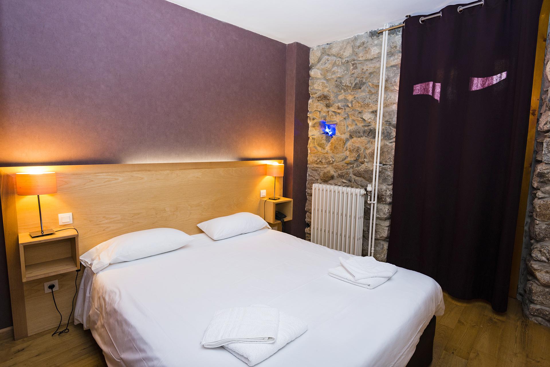 Chambre Familiale de l'hôtel le Chalet à Ax les thermes près Andorre
