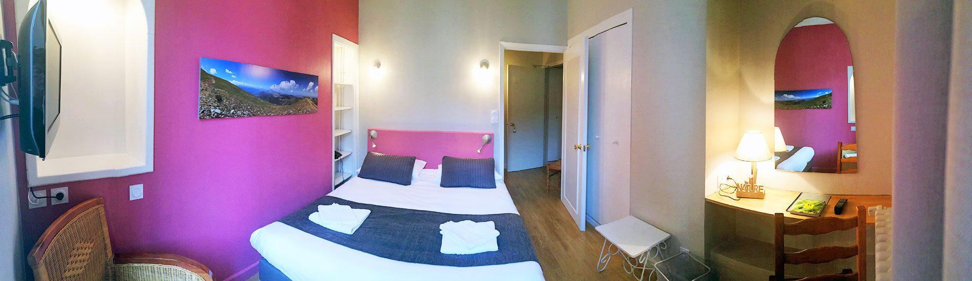 Chambre Standard n°6 - Hôtel *** le Chalet à Ax les Thermes en Ariège Pyrénées