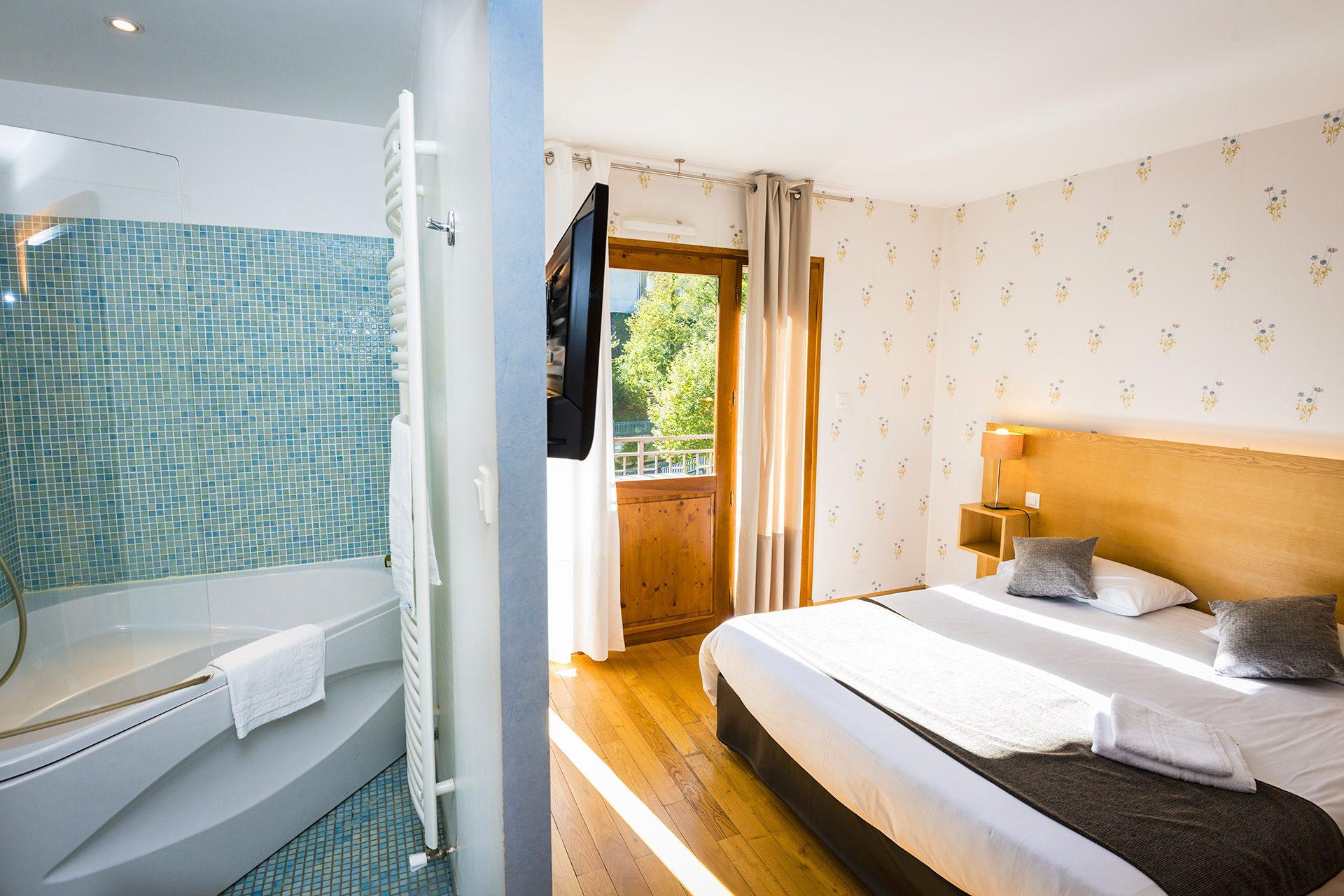 Panoramique Chambres Communicantes - Partie parents - Hôtel *** Le Chalet à Ax les Thermes en Ariège Pyrénées
