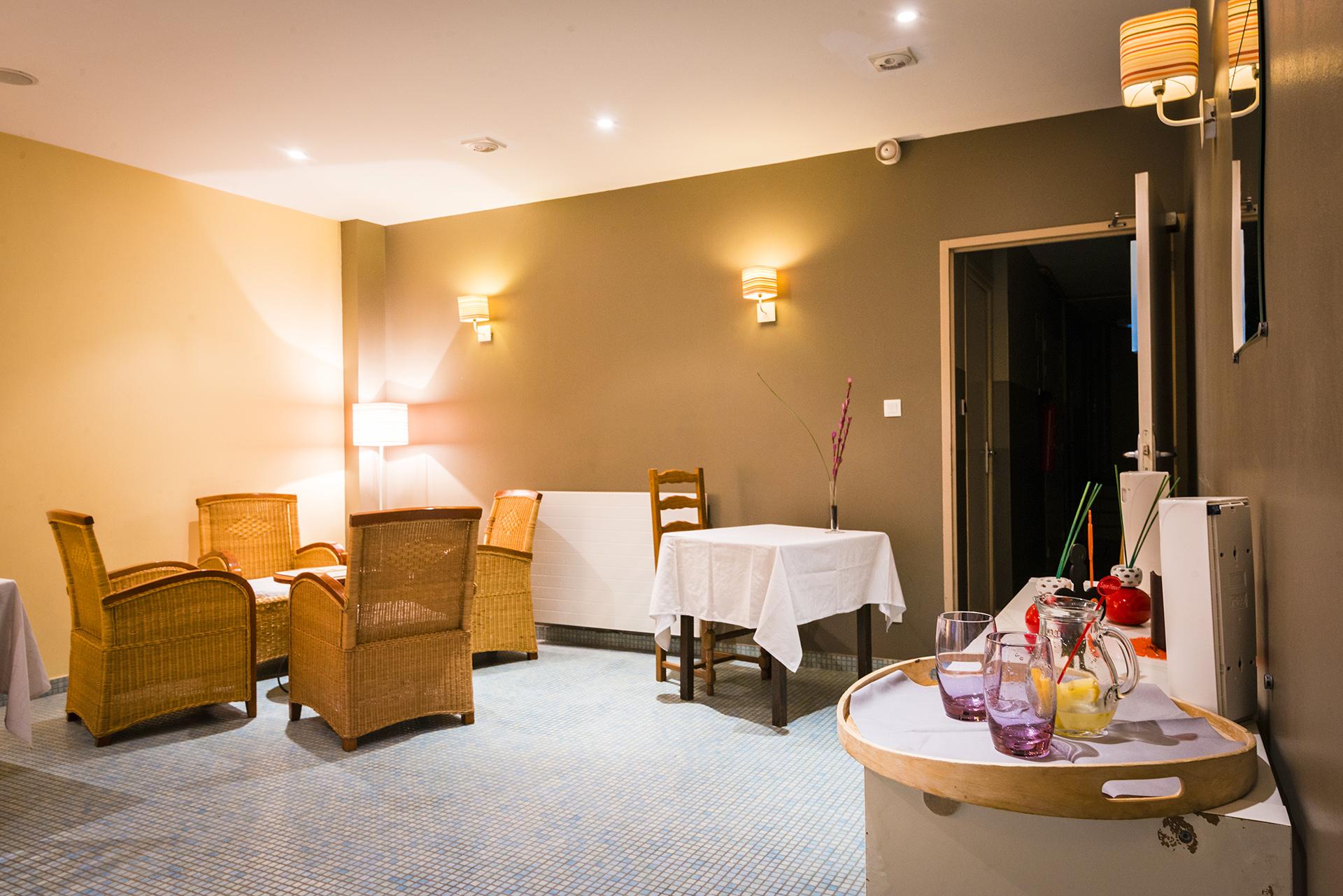 Salon Jacuzzi - Hôtel Le Chalet à Ax les Thermes en Ariège Pyrénées