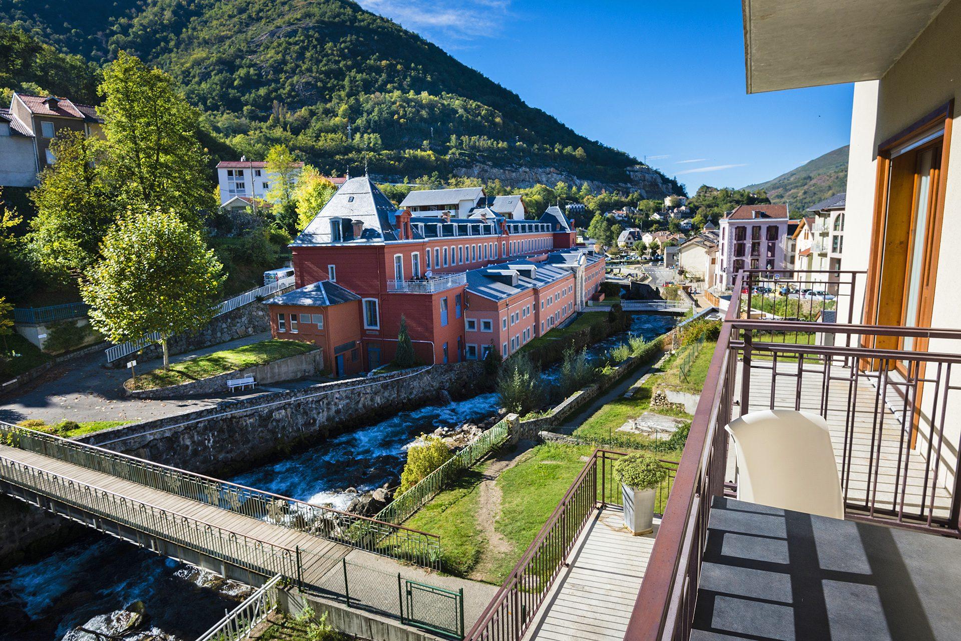 Vue depuis la Chambres Communicantes - Partie parents - Hôtel *** Le Chalet à Ax les Thermes en Ariège Pyrénées