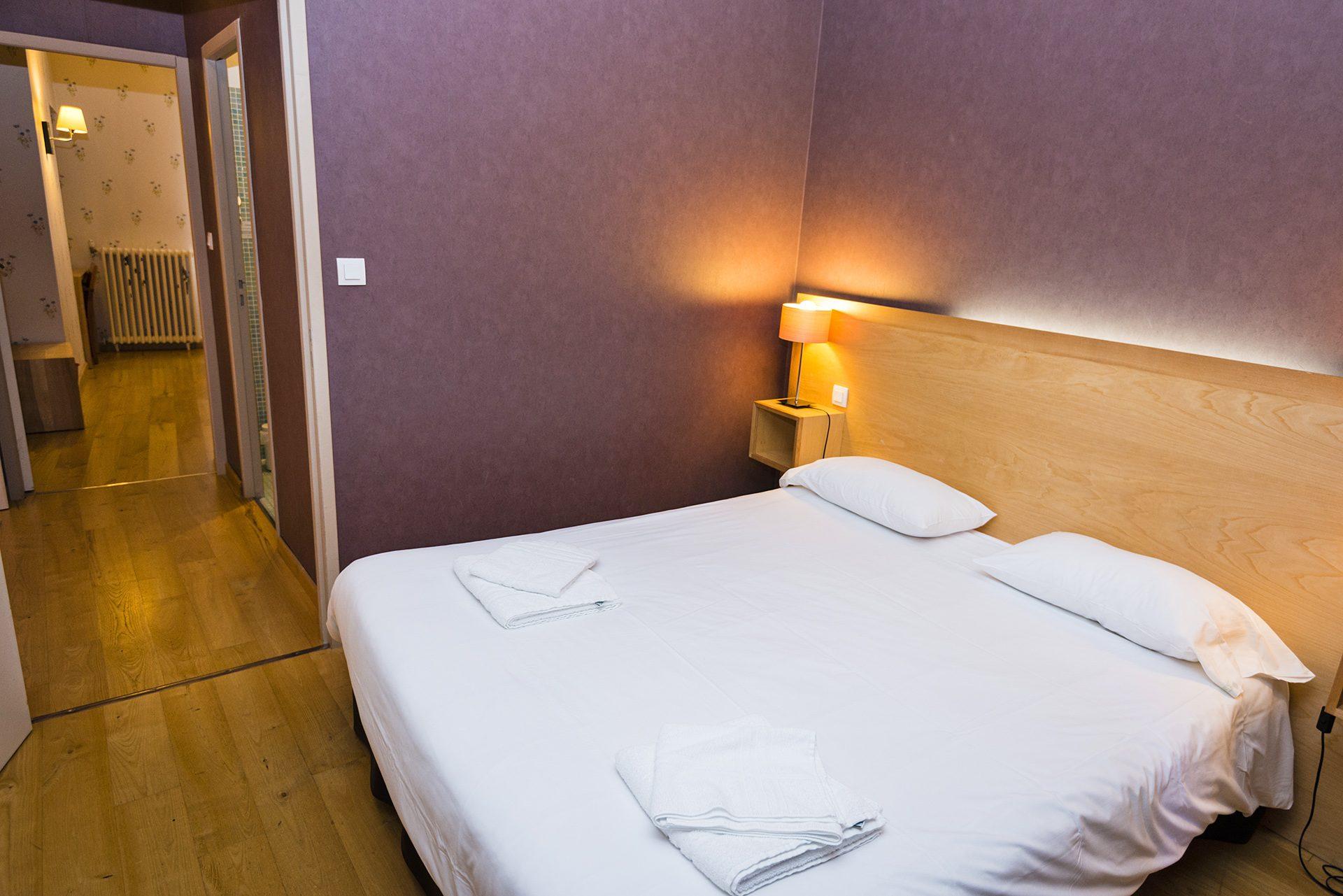 Chambre Familiale - Hôtel *** Le Chalet à Ax les Thermes en Ariège Pyrénées